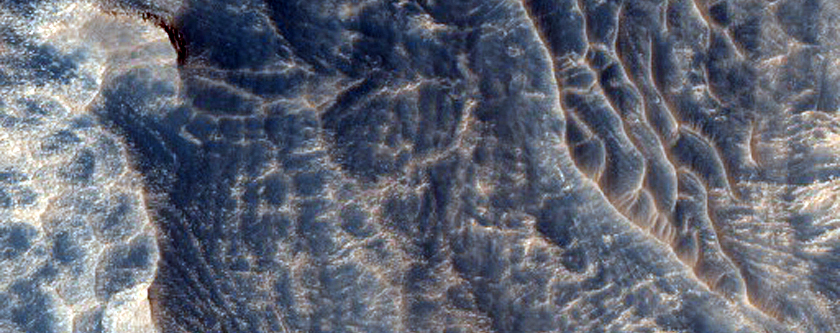 Layered Deposits in Hebes Chasma