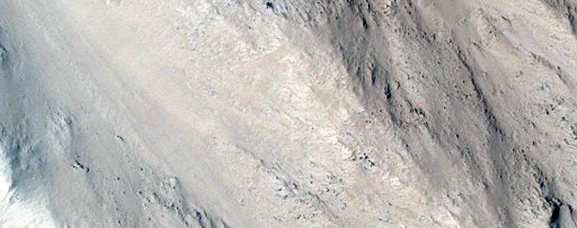 La stratigrafia della lava sui fianchi di Olympus Mons