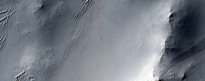 Channel in Naktong Vallis