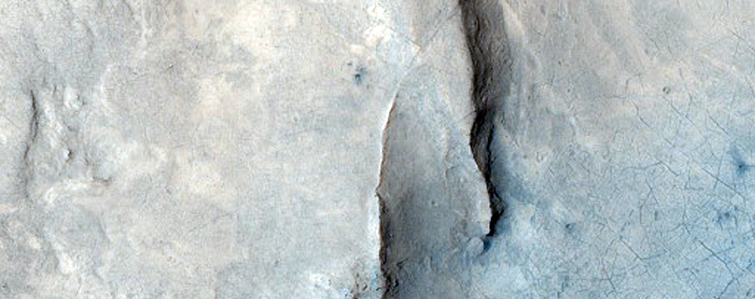 Central Structures of Large Crater in Arabia Terra