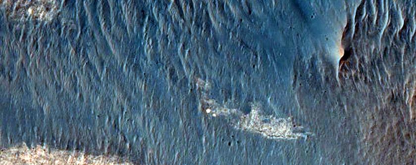 Light-Toned Layering in Ius Chasma