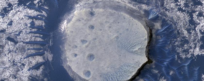 Dune e crateri invertiti nell'Arabia Terra