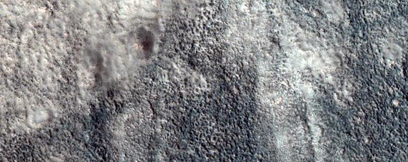 Small Low Albedo Crater in Acidalia Planitia