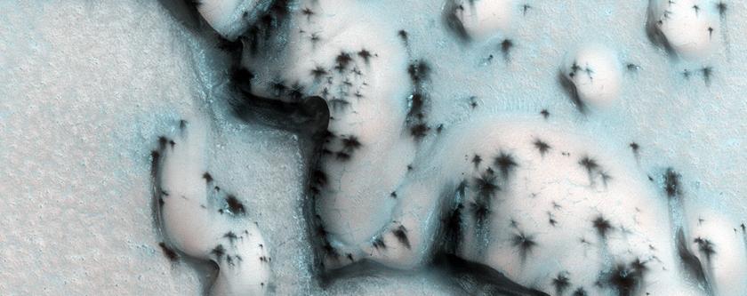 Defrosting Barchan Dunes