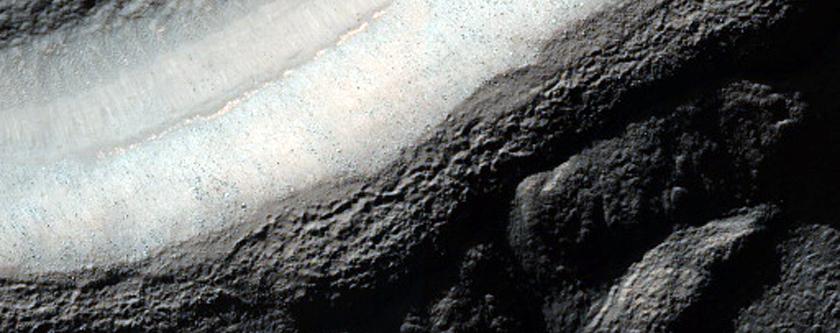 Ridge Complex in Crater in Promethei Terra