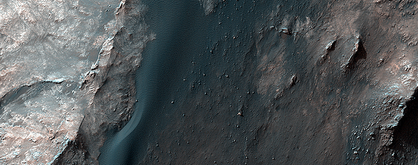 Light-Toned Rocks Exposed along Coprates Chasma