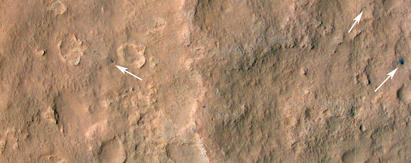 Следы марсохода Curiosity и обломки посадочной системы