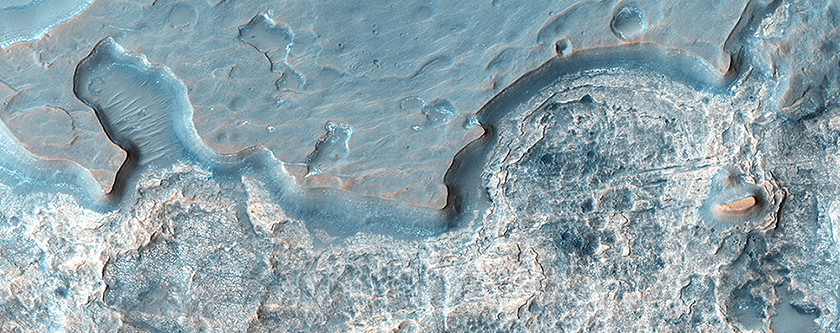 Layers, Dunes and Cliffs in Hydrae Chasma