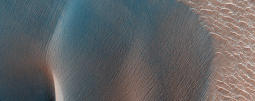 Erdrutsch und Dünenfeld im Nordwesten von  Ius Chasma