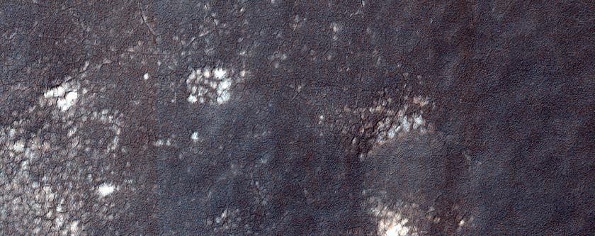 Pityusa Patera'nın yakınlarındaki muhtemel hermatit ve silikatlar
