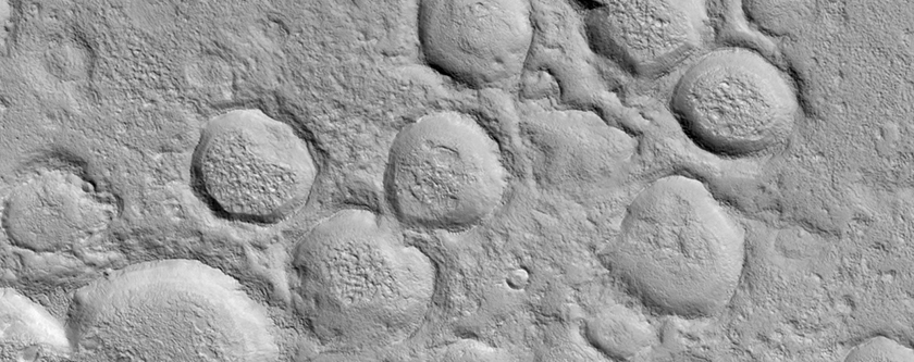 Chain of Small Craters in Utopia Planitia