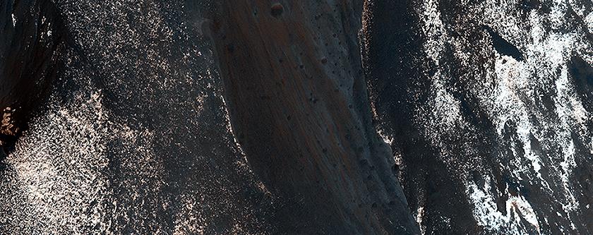 Líneas de ladera a lo largo de la cresta de Coprates Chasma