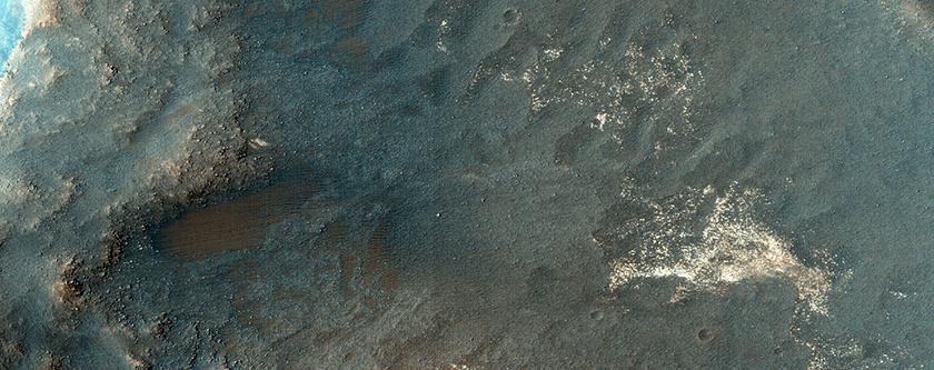 منحدرات في منخفضات مالس (Melas Chasma)