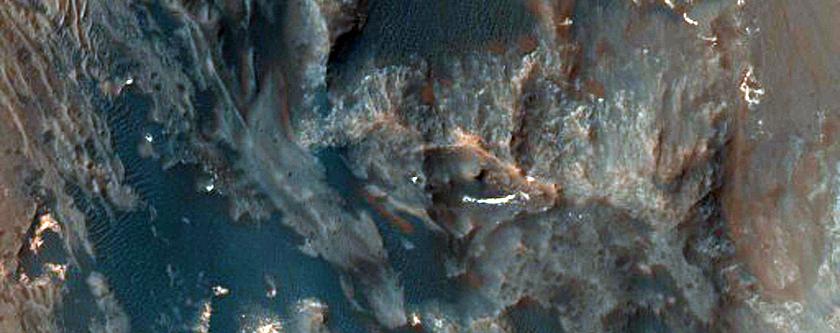 Slope Features along Coprates Chasma Ridge