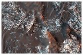 Barwne podłoże skalne na dnie krateru impaktowego