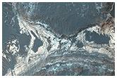 Hellas Basin yakınlarındaki renkli sedimentler