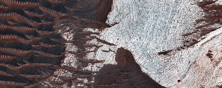 Rocce che contengono acqua in Noctis Labyrinthus