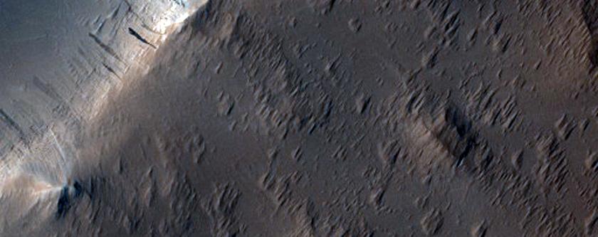 Fracture in Northwest Ascraeus Mons