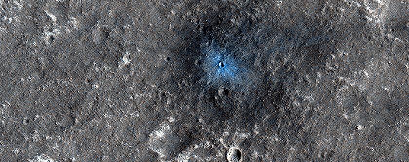 Ein neuer Einschlagkrater in der Nähe der NASA InSight Landeregion