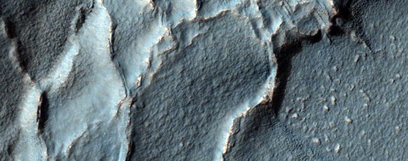 Interesting Pattern in Crater in Noachis Terra