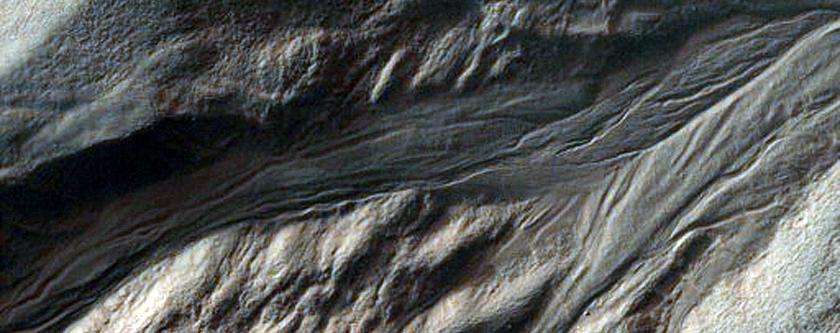 Gullies Incising Mantle-Filled Alcove in Eastern Argyre Region
