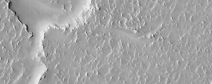 Overlapping Lobate Lava Flows in Daedalia Planum