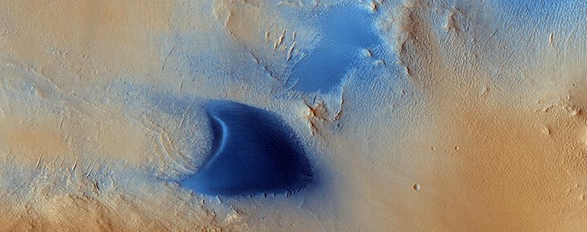 Dunas y bandas eólicas en Arabia Terra