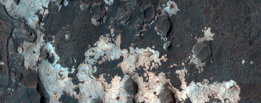 Light-Toned Rock Outcrops in MOC Image R09-00101 North of Sigli Crater