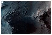 Coprates Chasma yükseltisi boyunca devam eden RSL