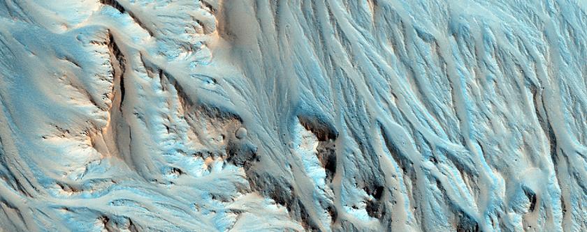 Des éventails alluviaux au sud-est de Cratère Mojave