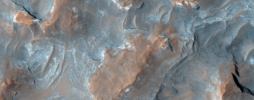 Layers in Terra Sirenum