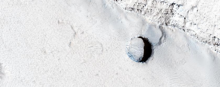 Pytt ogas dhe Elysium Mons