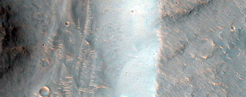 Valley in Juventae Chasma