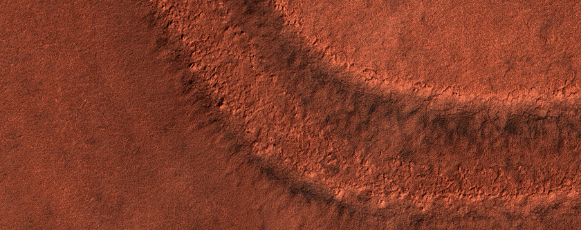Layers on Rim of South Crater