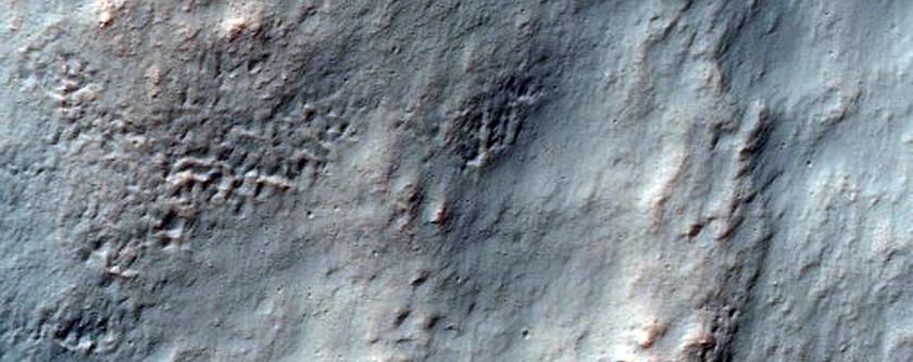 Dyffrynnoedd a Thirwedd rhwng Ceudyllau Ardrawiad yn Terra Cimmeria.
