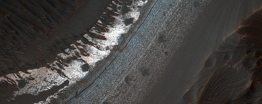 Mégabrèche dans Cratère Holden