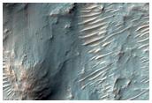 Stratigraphie en évidence sur une parois de cratère