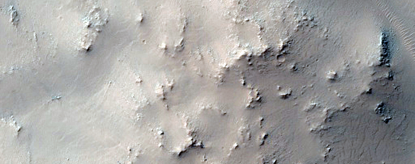 Centrale heuvels van een inslagkrater