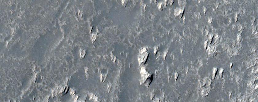 حفر ومنخفضات في سهول دايداليا (Daedalia Planum)