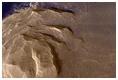 Donker materiaal op Olympus Mons
