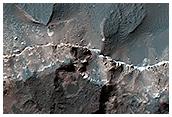 Acantilado en la base del cráter Ritchey