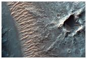 Διαβρωμένος τραπεζοειδής σχηματισμός στον Κρατήρα του Gale