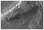 Tres canales que salen del lago de un cráter
