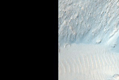 Well-Preserved Crater in Kasei Valles