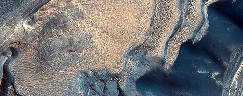 Mid-Chasma Boreale Basal Scarp