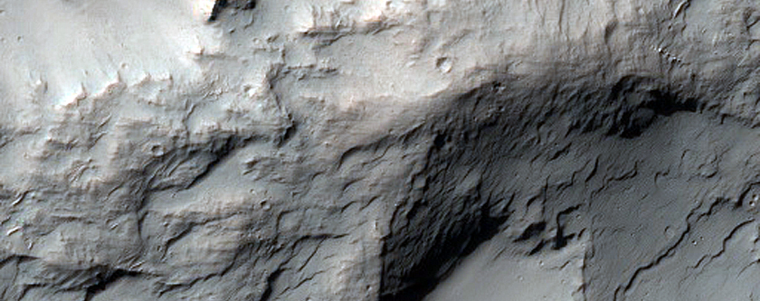 Kaolinite-Alunite Stratigraphy of Potential Hydrothermal System in Crater