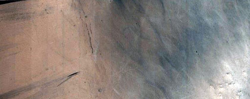 Crater with Slope Streaks in Arabia Terra