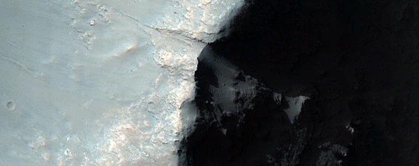Bedrock in Rim of 15-Kilometer Impact Crater