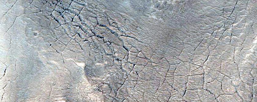 Cracks near Nili Fossae