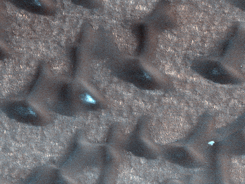 Snow banks on Mars ESP_025916_2555